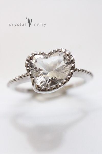 18金ホワイトゴールド水晶指輪