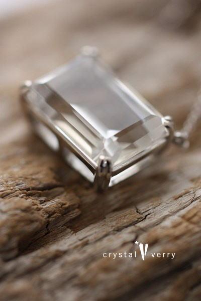 18金 ホワイトゴールド 水晶ペンダント 天然石