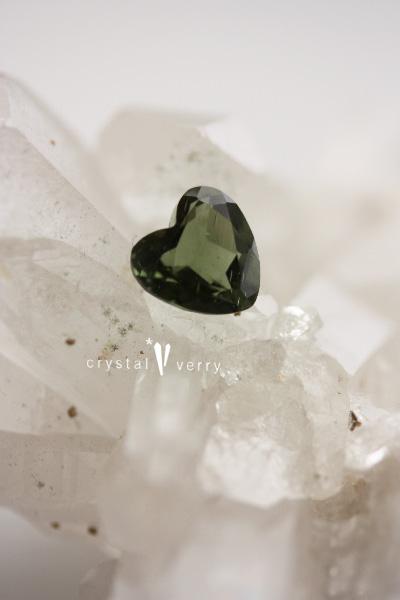 モルダバイト ハート 天然石 パワーストーン